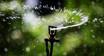 5 лучших интеллектуальных спринклерных систем для зеленых газонов при сохранении воды - 2017