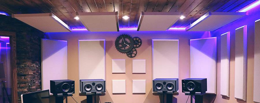 Когда следует использовать акустические панели (со сценариями)